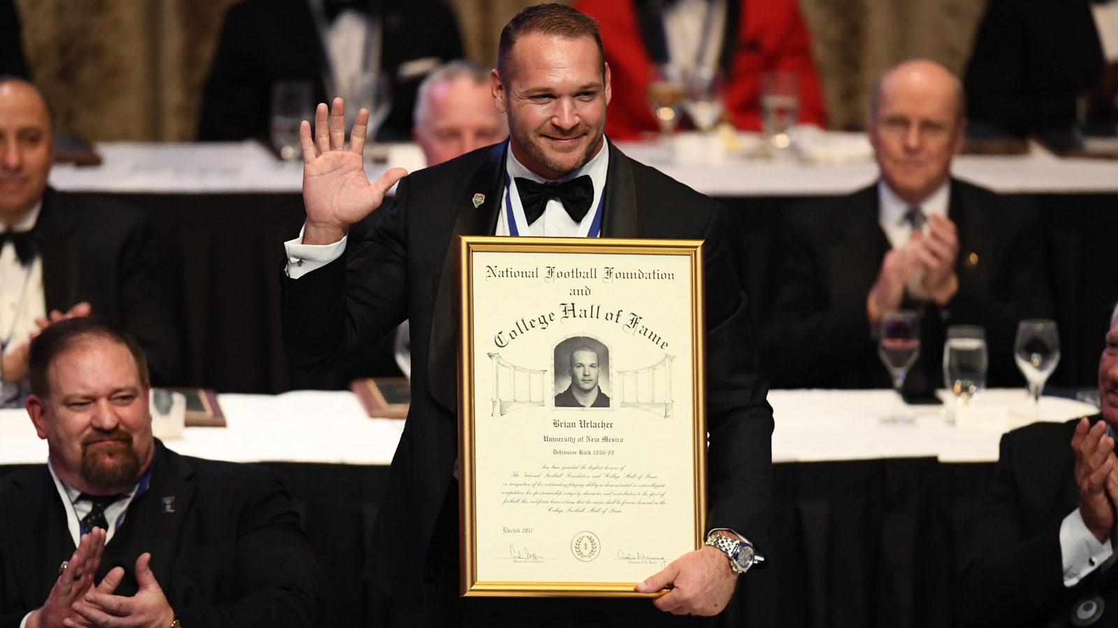 Urlacher enshrined into NFF College Football Hall of Fame